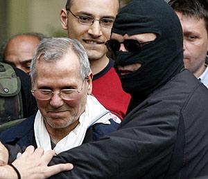 Provenzano, escoltado por la Policía en Palermo. (Foto: AFP) *Rectificación