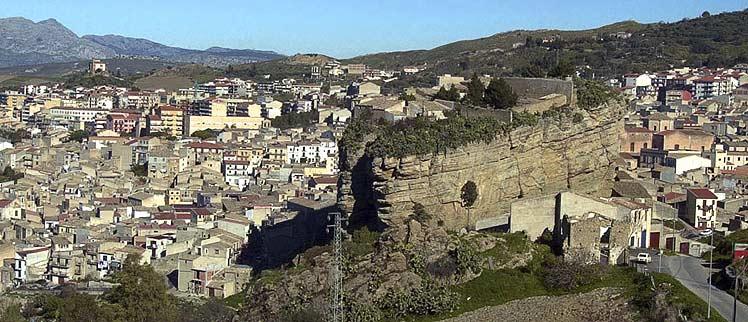 Vista de Corleone, la localidad natal de mafiosos de postín, entre ellos Provenzano. (Foto: AP)