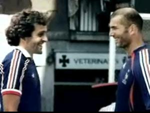 Platini y Zidane, frente a frente, en una imagen sólo posible gracias a la edición digital.