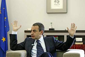 Zapatero, durante la entrevista concedida al director de EL MUNDO. (Foto: José Aymá)