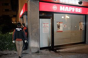 Imagen de la oficina de seguros donde se ha producido el ataque. (Foto: CARLOS GARCÍA)