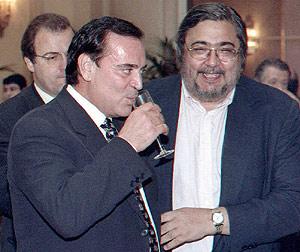 Franco (dcha.), junto al fallecido Antonio Asensio, fundador del Grupo Zeta. (Foto: EFE)