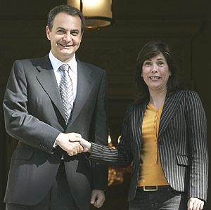 Uxue Barkos y el presidente del Gobierno, antes de la reunión. (Foto: EFE)