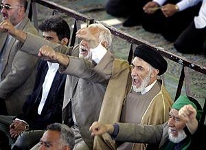 Un grupo de iraníes lanza proclamas en favor del programa nuclear de su país. (Foto: REUTERS)