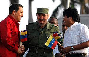 Los tres líderes, en el acto organizado en La Habana. (Foto: EFE)