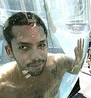 David Blaine dentro del tanque. (Foto: AFP)