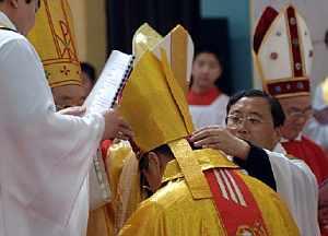Los obispos excumulgados, durante su ordenación. (Foto: AFP)