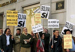 Concentración realizada ante la Embajada de Bolivia. (Foto: REUTERS)