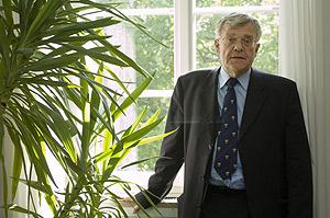 El rector de la Universidad de Tubinga, en su despacho. (Foto: Patricia Sevilla)