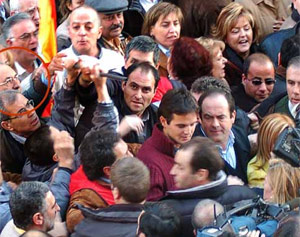 Imagen de la manifestación de la AVT donde se increpó a Bono. (EFE)