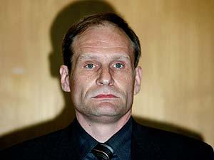 Armin Meiwes, antes del inicio de la sesión. (Foto: AP)