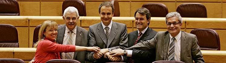 Zapatero (centro), con Manuela de Madre, Maragall, Mas (2º por la dcha.) y Saura (dcha.). (Foto: Javi Martínez)