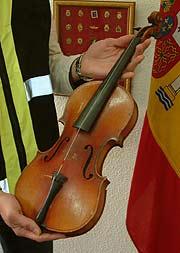 Stradivarius Cremonensi incautado por la Policía Nacional. (Foto: D.G.P.)