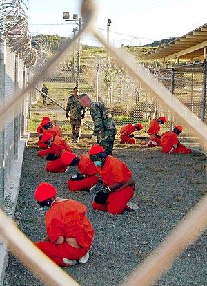 Prisioneros en el centro de detención de Guantánamo. (Foto: REUTERS)