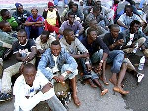 Uno de los grupos de inmigrantes llegados a La Gomera. (Foto: EFE)