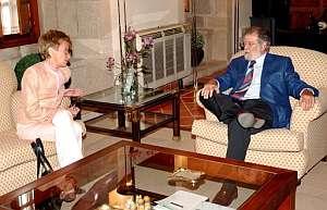 Fernández de la Vega y Rodríguez Ibarra, en Mérida. (Foto: EFE)