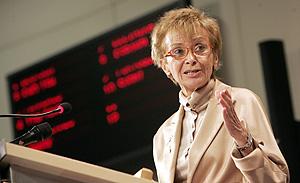 María Teresa Fernández de la Vega en la rueda de prensa. (Foto: EFE)