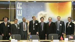 Los firmantes del acuerdo, en Bruselas. (Foto: AFP)