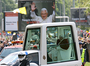 El Papa saluda a los fieles. (Foto: AFP)
