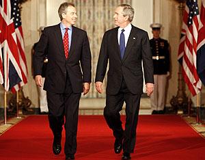 Blair y Bush, en la sala este de la Casa Blanca, antes de su rueda de prensa. (Foto: REUTERS)