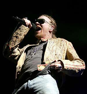 Axl Rose, durante el concierto. (Foto: EFE)