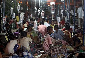 Un hospital abarrotado en Yogyakarta, en el centro de la isla de Java, Indonesia. (Foto: EFE)