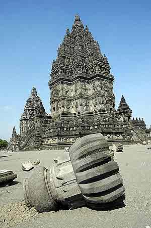 Uno de los templos de Yogyakarta, que ha resultado afectado por el seísmo. (Foto: AFP)
