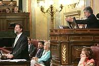Rajoy (izda.) y Marín, en el Congreso. (Foto: EFE)