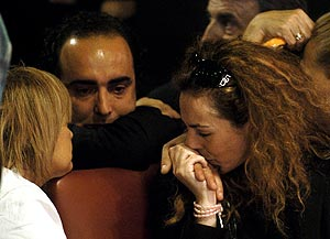 Rocío Carrasco, junto a su compañero, Fidel Albiac, y María Teresa Campos. (Foto: EFE)