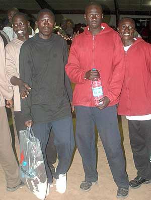 Inmigrantes senegaleses repatriados en Dakar. (Foto: AFP)