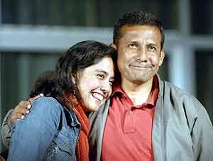 Humala reconoce su fracaso en compañía de su esposa, Nadine Heredia. (Foto: EFE)