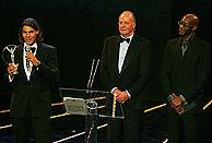 Nadal, junto al Rey, con su premio como deportista revelación de 2005. (Foto: ATP)