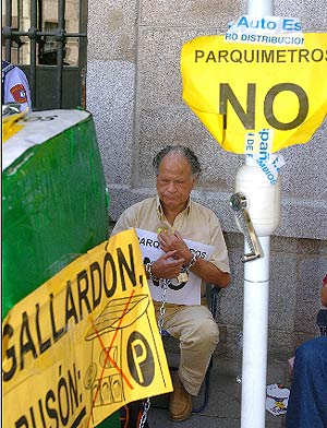 Jesús Otero, durante la protesta. (Foto: EFE)