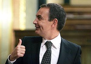 Zapatero al término de su última intervención. (Foto: JAIME VILLANUEVA)