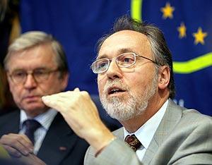 El parlamentario europeo Dick Marty durante la presentación del informe. (Foto: REUTERS)