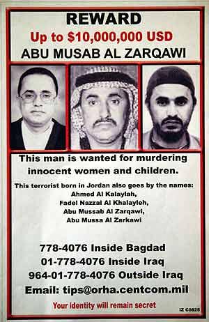 El cartel de la recompensa por Zarqaui. (AFP)