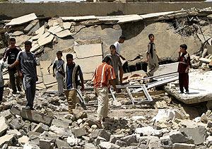 Escombros en la zona bombardeada en la que murió Al Zarqaui. (Foto: REUTERS)