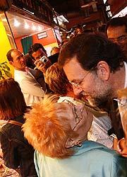 Mariano Rajoy, dentro del mercado. (Foto: S. C.)