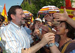 Rajoy, en la concentración. (Foto: EFE)