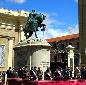 La estatua preside la Academia Militar de Zaragoza. (Foto: Daniel Pérez)