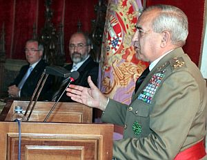 Alfonso Pardo de Santayana, durante la conferencia. (Foto: EFE)