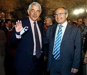 Pasqual Maragall y José Montilla tras conocer los resultados del referéndum. (Foto: EFE)