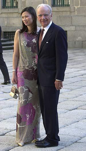 El magnate Rupert Murdoch, con su mujer, en la boda de Ana Aznar y Alejandro Agag. (Foto: Carlos Miralles)