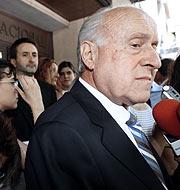 Arzalluz, a su salida de la Audiencia Nacional. (Foto: Antonio M. Xoubanova)