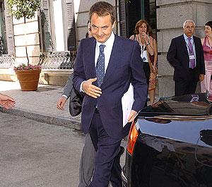 José Luis Rodríguez Zapatero, a su salida del Congreso. (Foto: EFE)