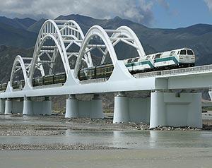 El tren, en su viaje inaugural. (Foto: AP)