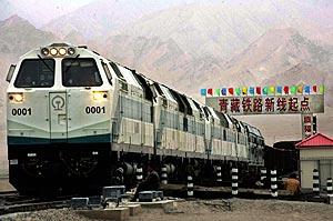 El tren, saliendo de la estación de Quinghai. (Foto: AP)