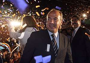 Felipe Calderón celebra su victoria. (Foto: AFP)