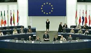 Josep Borrell (centro), durante la sesión plenaria en Estrasburgo. (Foto: EFE)