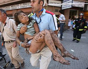 La niña de 11 años que resultó herida en el accidente. (Foto: REUTERS)
